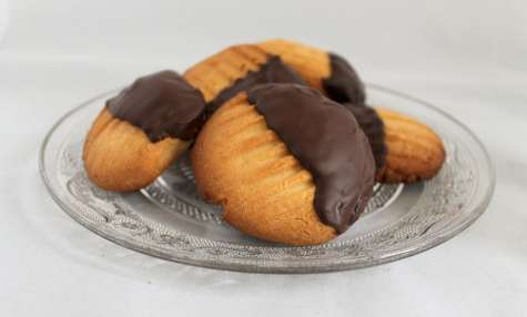 Biscuits sablés «Pattes de chat» au chocolat