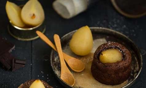 Moelleux au chocolat et mini poires rafraîchies à l'eau de vie