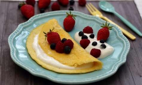 Une omelette sucrée pour le petit-déjeuner
