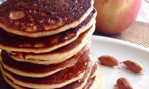 Pancake moelleux banane et amande au fromage blanc