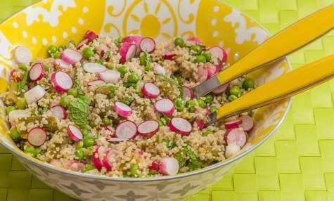 Semoule en salade aux asperges, radis, petits pois et menthe