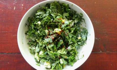 Salade géorgienne aux herbes et oeufs