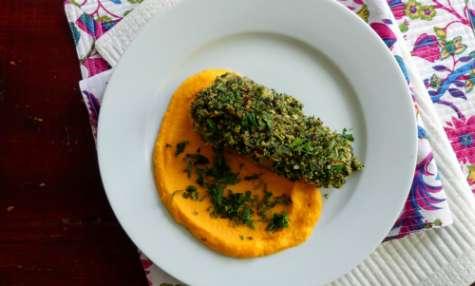 Filet d'agneau en croûte d'herbes sur purée de carottes