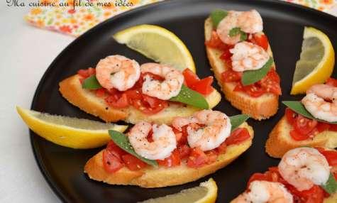 Tapas aux crevettes, tomates cerise et sauge