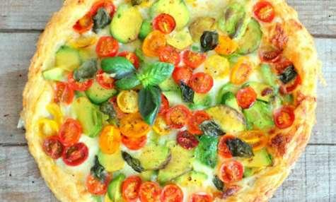 Tarte mozzarella, avocats, tomates cerises