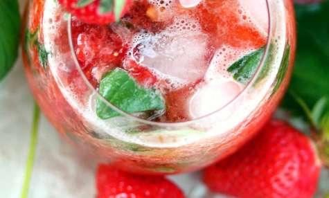 L'eau pétillante à la fraise et basilic