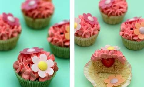 Cupcakes à l'amande, coeur surpise fraise