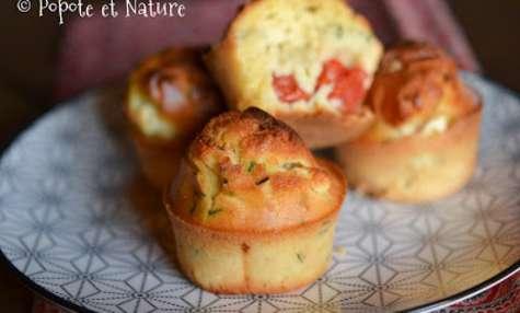 Muffins à la feta, tomates cerise et ail des champs