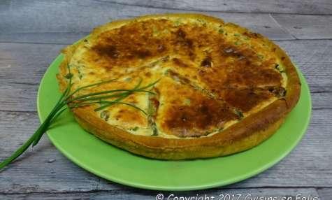 Quiche printanière aux asperges, petits pois et ricotta, pâte au curcuma