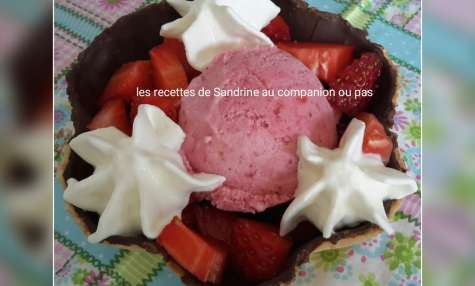 Glace à la fraise au lait concentré sucré et à la crème