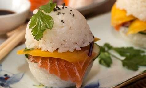 Sushi burger au saumon