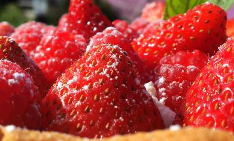 Tarte fraises framboises et chantilly au citron vert
