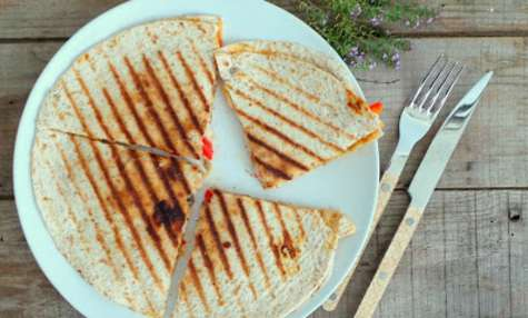 Quesadillas au poulet, poivrons, champignons et mozzarella