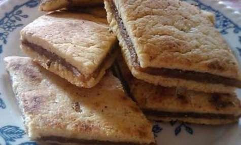 Gâteaux à la semoule et aux dattes