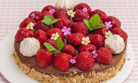 Cheesecake à la mousse au chocolat et aux fraises