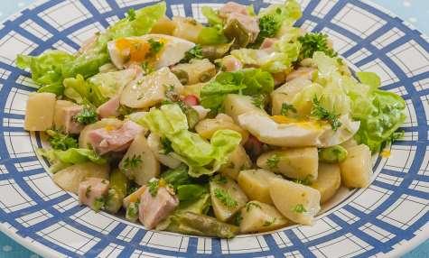 Salade de pommes de terre aux asperges et jambon blanc