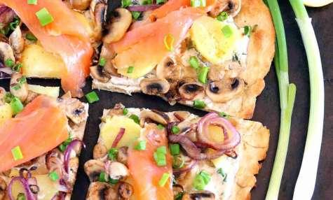 Pizza blanche au saumon fumé