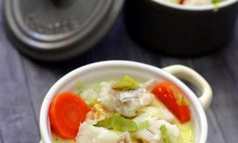 Cassolette de poisson aux légumes et sauce crémeuse curry