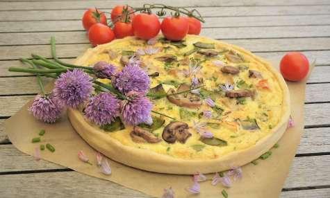 Tarte aux poulet rôti, pois gourmands et champignons