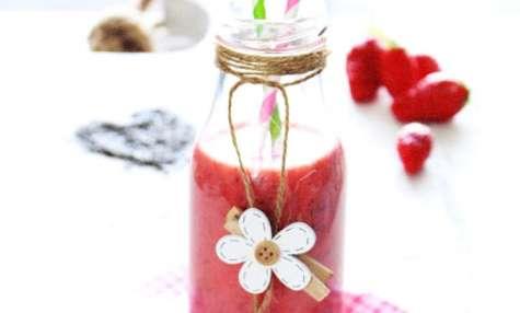Smoothie fraises, graines de Chia au lait d'amandes