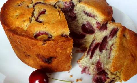 Gâteau aux cerises, moelleux et parfumé