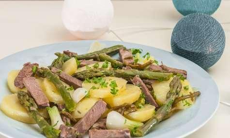 Salade de pommes de terre aux asperges et boeuf cuit