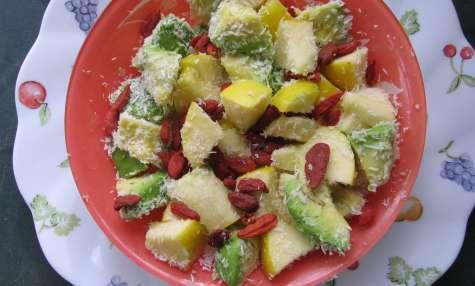 Salade colorée aux copeaux de noix de coco