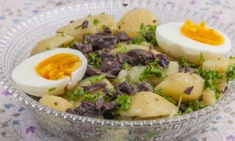 Salade de pommes de terre aux gésiers de canard et aux oeufs