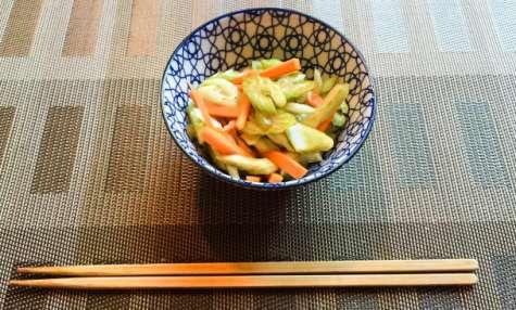 Salade de céleri et de carotte japonaise