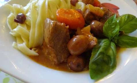 sauté de veau aux olives de kalamata et basilic