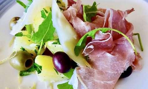 Aperitivo aux olives, pomme de terre et jambon de Parme