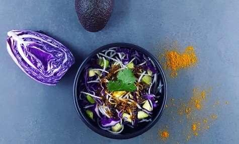 Salade «chou-chou» et avocat sauce au curry