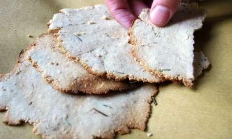 Crackers sans gluten au sésame et au romarin