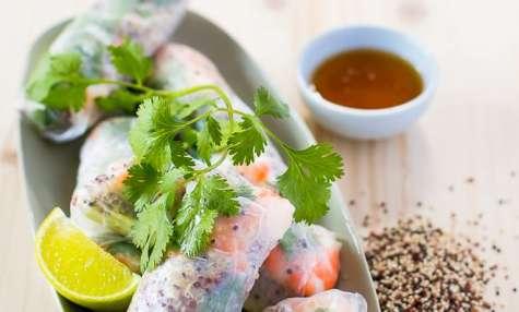 Rouleaux quinoa crudités et crevettes