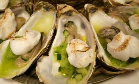 Huîtres, granité de peau de concombre, meringue au vinaigre par Alexis Braconnier