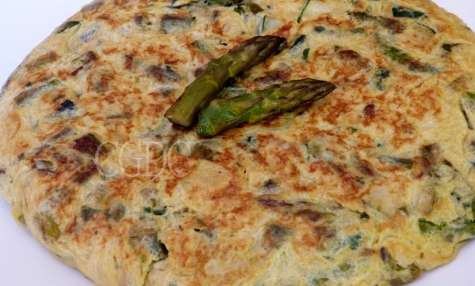 Omelette aux asperges vertes et courgettes