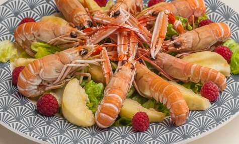 Salade de langoustines aux pêches et framboises