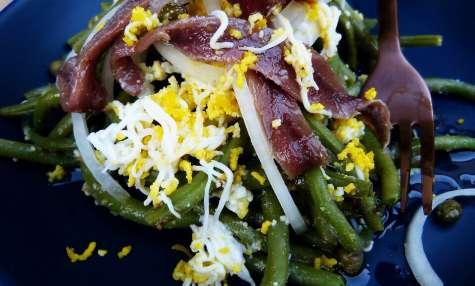Salade de haricots verts aux anchois et sa vinaigrette aux oeufs