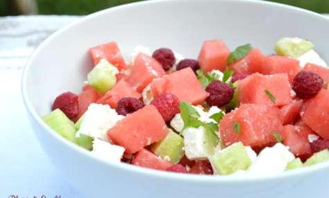 Salade d'été pastèque, framboises, concombre, feta
