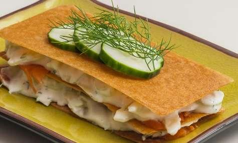 Millefeuille de truite fumée, fromage frais et concombre