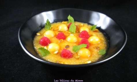 Gaspacho de melon aux framboises et aux pignons caramélisés