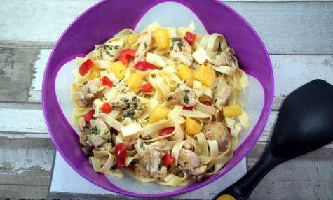 Salade sucrée salée poulet mariné menthe citron, ananas et poivrons rouges