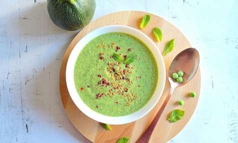 Soupe froide de courgettes, garden peas et menthe