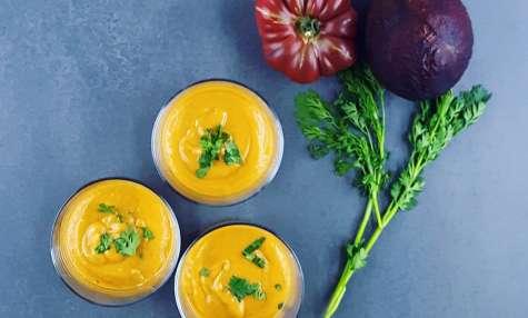 Velouté froid avocat-tomate au gingembre et à la coriandre