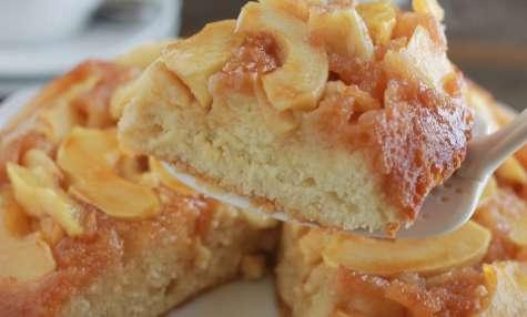 Gâteau au yaourt renversé aux pommes caramélisées