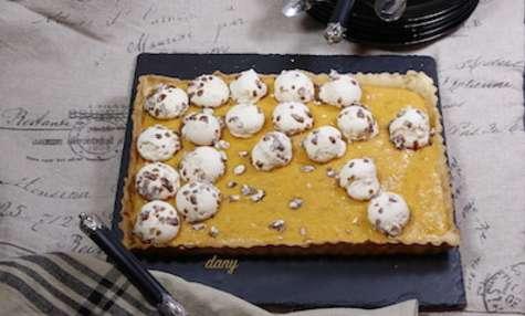 Tarte à l'abricot curd et meringues au caramel salé