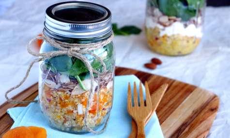 Salade Jar au quinoa, abricots et feta
