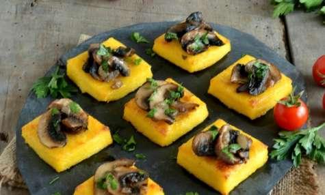 Toasts de polenta aux champignons persillés