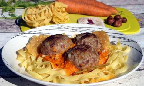Tagliatelles aux boulettes fourrées au Curé Nantais, sauce aux carottes nantaises