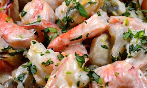 Crevettes et petits fruits de mer, sauce crémeuse
